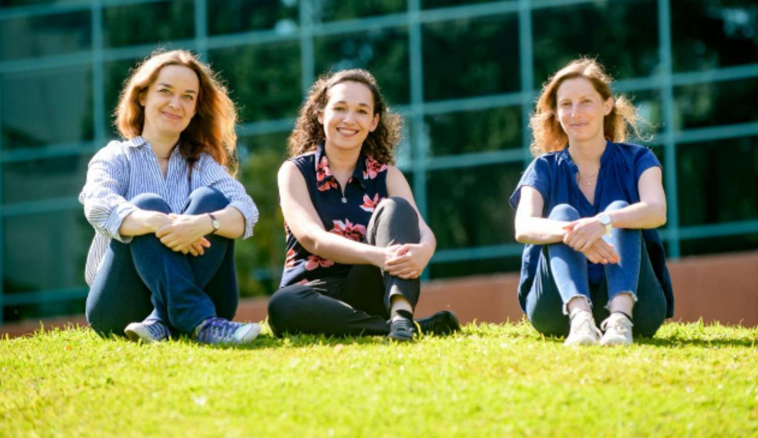 (de gauche à droite) Docteur Oksana Degtjarik, docteur Moran Shalev-Benami et Hadar Israeli